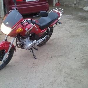 Продаю мотоцикл Yamaha YBR-125 2010 года.